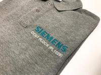 Koszulki Polo z haftem SIMENS. Odzież z haftem, logo na przodzie.  Wyszywane logo firmy. Haft komputerowy Płock. Koszulka koszulki Polo z Logo HAFT.