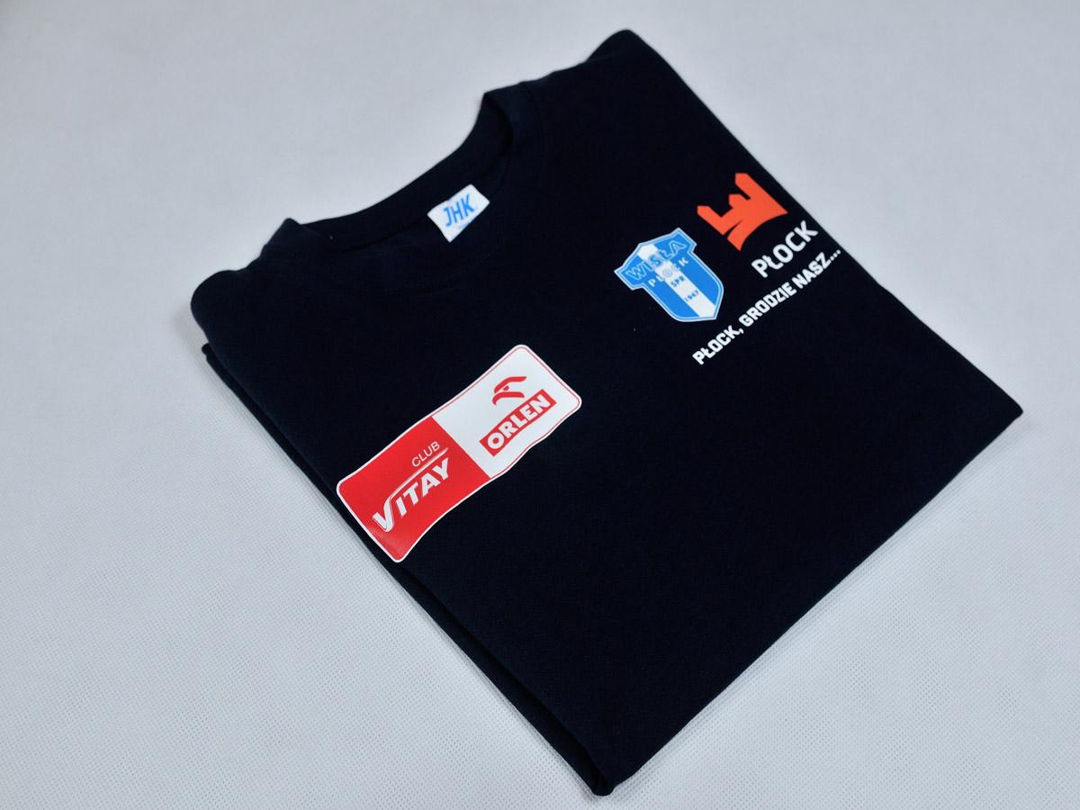 Koszulki sztabowe SPR Wisła Płock z logo Orlen oraz herbem WP.