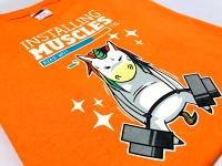 T-shirt z kolorowym nadrukiem. Koszulka wielokolorowa wykonana w technologii CMYK - sitodrukiem. Kolorowe koszulki z nadrukiem installing muscles Płock.